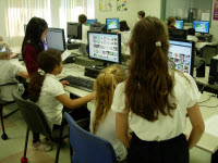 Students teach Internet skills to their peers
